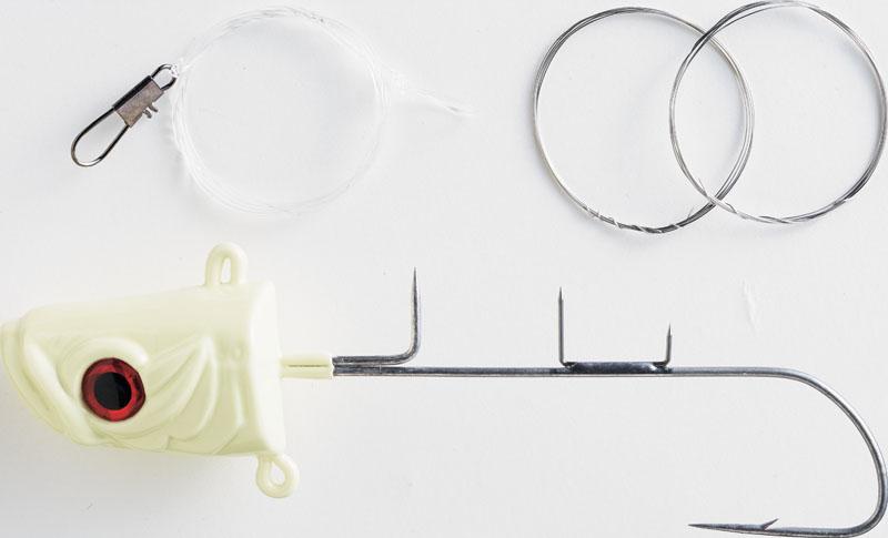 Tenya sabre SW407 Hayabusa avec ses piques de maintien, son hameçon dirigé vers le bas et ses deux écheveaux de fil de fer